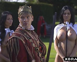 King copulates his breasty lascivious servants jasmine and anissa