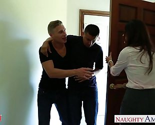 Nasty mama india summer receives trimmed vagina jizzed