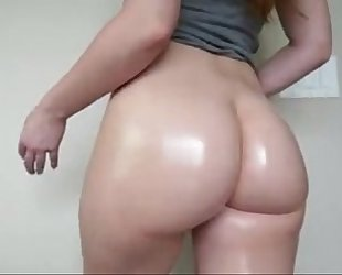 Beautiful white booty flexing and bouncing on livecam - cam-girlhotties.com